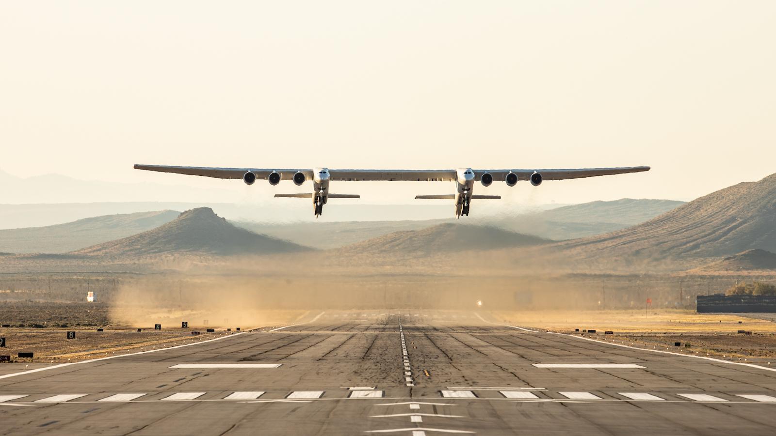 Titanul aerului, cu o anvergură a aripilor de 117m, a finalizat primul zbor de test