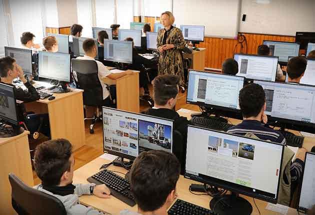 ANIS, care reprezintă 140 de firmele IT din România, vrea mai multe ore de informatică la liceu
